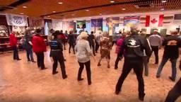 Van zaterdagochtend zot zaterdagnacht dansen voor Pink Ribbon (Foto: screenshot video)