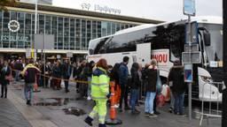 Drukte bij de vervangbussen voor station Eindhoven. (Foto: Hans van Hamersveld)