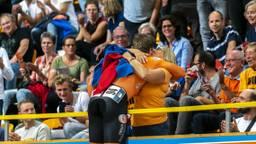 Harrie Lavreysen in extase na zijn gewonnen race. (Foto: Hollandse Hoogte)