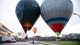 De luchtballonnen landden in de buurt van de Reeshof in Tilburg. (Foto: Jack Brekelmans)