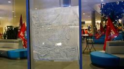 In het Cathararinaziekenhuis hangt vanwege de staking dit spandoek. (Foto: SQ Vision)