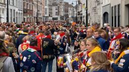Tijdens carnaval draagt heel Oeteldonk een boerenkiel. (Foto: Omroep Brabant)
