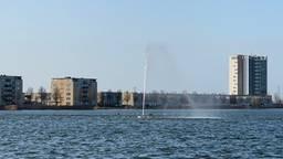 De fontein in de Binnenschelde staat weer aan. (Foto: Robert te Veele)