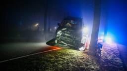 Een van de auto's die schade opliepen in mistig Bakel (foto: Pim Verkoelen/SQ Vision Mediaprodukties).