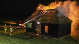 Het gebouwtje raakte zwaar beschadigd. (Foto: Jurgen Versteeg/ SQ Vision)