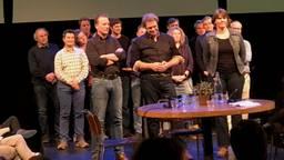 De oprichters van de Boerenraad, onder wie Geert van der Veer met de armen over elkaar.