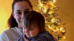 Demi met haar dochter Djaylaila.