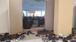 Veel belangstelling bij herdenking in moskee (foto: Noël van Hooft).