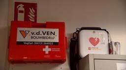 De AED op het bouwterrein van Van de Ven in Veghel.