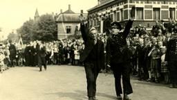 Een collaborateur wordt in Oss opgepakt (foto: Leo van den Bergh/Stadsarchief Oss).