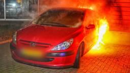 Autobrand in Valkenswaard. (Foto: Rico Vogels)