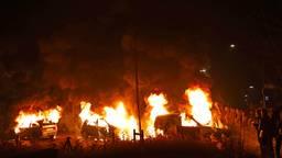 De vlammenzee zoals die bij traditie elke jaarwisseling in Veen wordt aangericht (foto: Erik Haverhals/FPMB).