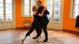 Frans en Mariska waagden zich ook aan de tango. (Foto: RTL)