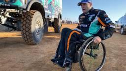 Albert Llovera ploetert in z'n rolstoel in het bivak.