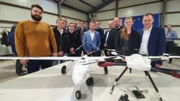 Studenten minor Aerospace Engineering& Maintenance die de wildlife-drones ontwierpen.