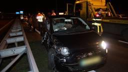 Zes auto's betrokken bij een ongeluk op Midden-Brabantweg bij Kaatsheuvel (foto: Persbureau Midden Brabant/Erik Haverhals)