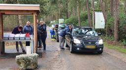 Continue wachtende auto's bij Center Parcs De Kempervennen door de lerarenstaking