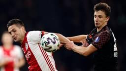 PSV'er Olivier Boscagli in duel met Ajacied Dusan Tadic. (Foto: Hollandse Hoogte)