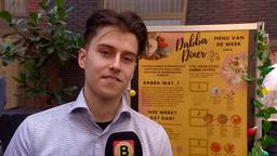 Een van de studenten achter Dabba Diner.