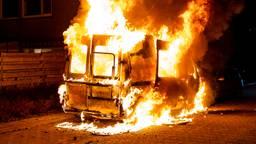 De brandende camper (foto: Marcel van Dorst/SQ Vision Mediaprodukties).