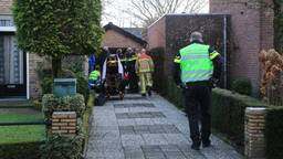 Hulpverleners doen er alles aan om de man uit De Mortel te redden (foto: Harrie Grijseels/SQ Vision Mediaprodukties).