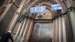 Spandoek bij de Heuvelse Kerk (foto: Jan van Eijndhoven)