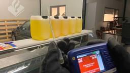 Politie vindt amfetamine-olie, waarde: 60.000 euro (Foto: Politie Midden en West-Brabant)