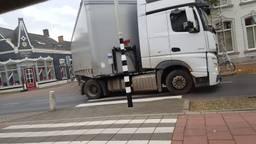 Vrachtwagens zorgen voor gevaarlijke situaties. (Foto: Eddie Simonis)
