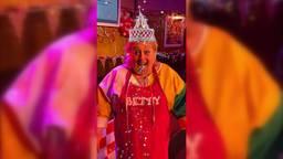 Betty probeert Instagram-filter van Omroep Brabant uit
