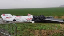 Asbestplaten gedumpt bij Waspik (foto: politie)