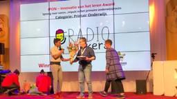 Tjeerd van den Elsen krijgt de IPON Award (foto: IPON).