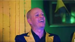Frits van Eerd maakte een carnavalsnummer samen met het Feestteam (Foto: Youtube/Berk Music)