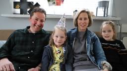 Vader, de jarige Sanne, moeder Marloes en zus Myrthe Timmermans
