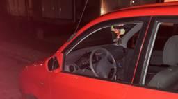 Onder meer bij deze auto in de gemeente Cranendonck was het raak (foto: Harm van Leuken)