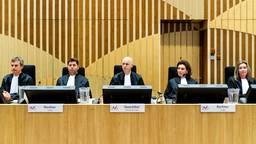 De rechtbank in de rechtszaal in het zwaarbeveiligde Justitieel Complex Schiphol, waar het internationale MH17-proces plaatsvindt. (foto: ANP / Remko de Waal)