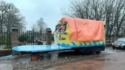 Carnavalsgroep krijgt leenwagen van club uit Bokkendonk nadat eigen wagen is vernield (foto: Carnavalsgroep Gemonde)