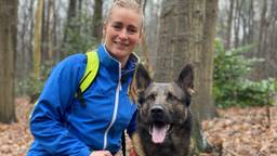 Jantine Boerrigter met lawinehond Andy (foto: Jan Peels).