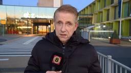 Verslaggever Jan Waalen doet verslag bij het ziekenhuis