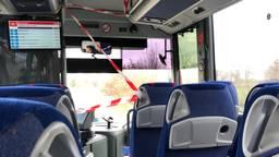 De voorkant van de bus is afgezet met lint (foto: Paul Ruiter).