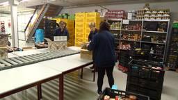 Bij de voedselbank in Oss is het roeien met de riemen die ze hebben