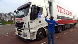 Bedrijf uit Venhorst geeft fruit aan vrachtwagenchauffeurs