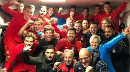 Het team in betere tijden, na opnieuw een gewonnen wedstrijd (foto: Larry van Ommen)