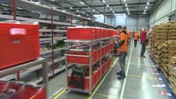 In het distributiecentrum in Eindhoven nemen ze wekelijks tientallen mensen aan.