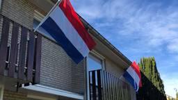 De vlaggen hangen uit (foto: Hans Janssen).