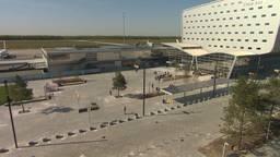 Een half jaar is er gewerkt aan het nieuwe plein voor Eindhoven Airport.