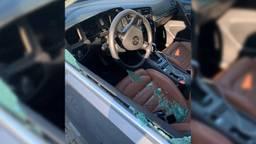 De auto's van vier medewerkers werden vernield (foto: ETZ).