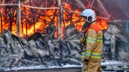 Van het gebouw viel weinig te redden (foto: Rico Vogels/SQ Vision Mediaprodukties).