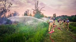 De brandweer aan het werk in de Peel (foto: Sem van Rijssel/SQ Vision).