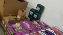 Een deel van de in beslag genomen spullen bedoeld voor hennepteelt. (Foto: Facebook politie Veldhoven Waalre)