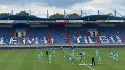 De eerste training van Willem II, met plukjes supporters op de tribune.